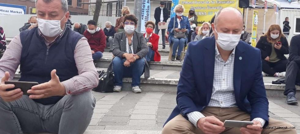 İYİ Parti Bursa'da yine meydanlarda